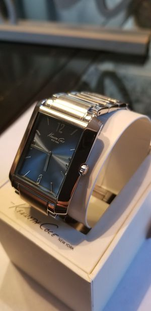 NEW IN BOX !!! MENS KENNETH COLE NEW YORK WATCH.NEEDS A BATTERY for Sale in Orlando, FL