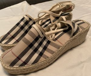 Authentic Women's BURBERRY Shoes Size (40 Euro) 9 1/2 for Sale in Greensboro, NC