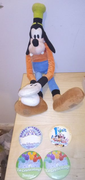 Disney Goofy with 4 pins for Sale in Brooklyn, NY