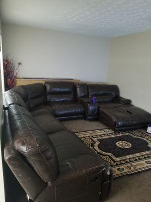 brown sectional couch for Sale in Reynoldsburg, OH