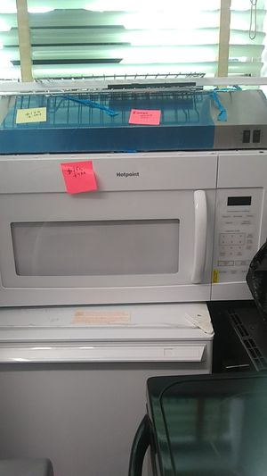 Used excellent condition Hotpoint microwave oven for Sale in Halethorpe, MD
