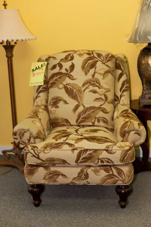 Upholstered Chair for Sale in Mason City, IA
