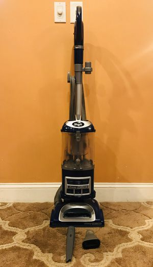Shark Navigator Lift Away Bagless Vacuum Cleaner for Sale in Raymond, NH