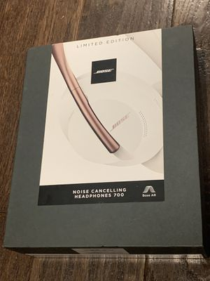 Bose Noise Cancelling Wireless Bluetooth Headphones 700, with Alexa Voice Control, Arctic White for Sale in Brooklyn, NY
