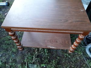 "End table 18""x28""x21"" tall for Sale in Wakonda, SD"