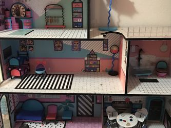 Girl Toys Lol Dolls House for Sale in Los Angeles,  CA