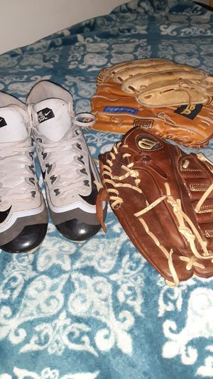 Nike Baseball cleats &Wilson glove for Sale in Lakeside, CA