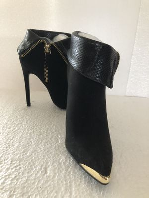 Women's ankle boots black suede decorated w/patent leather & golden metal at the toecap - Size 7 for Sale in Hialeah, FL