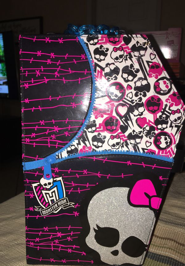 Monster High doll/clothing holder