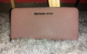Michael Kors Pebbled leather Signature Wallet! for Sale in Portland, OR
