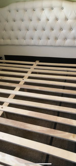 White Bed Frame new for Sale in Whittier, CA