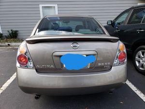 Car Nissan altima 2004 model for Sale in Dunwoody, GA