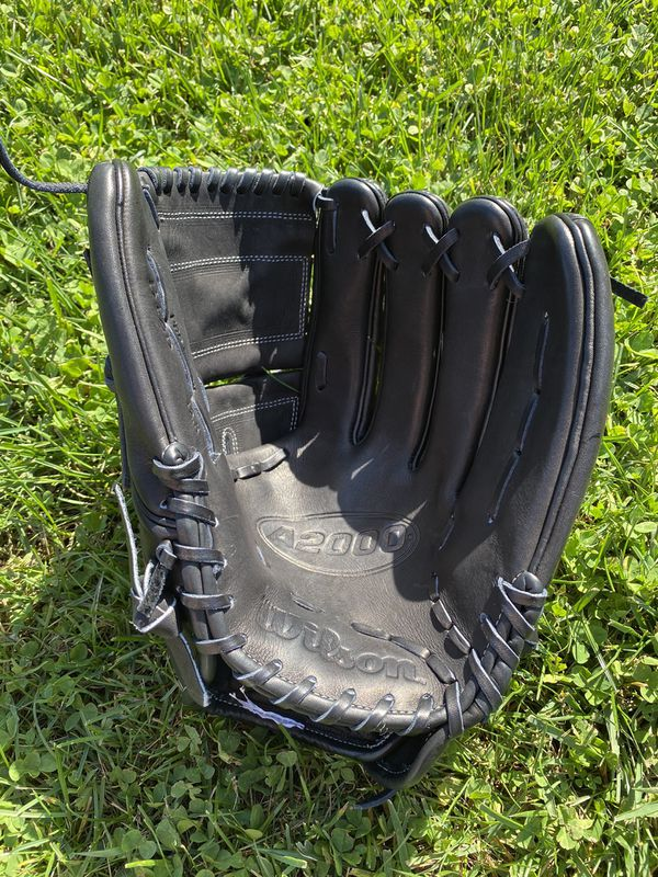 "NWOT Wilson A2000 B125 12.5"" Baseball Glove"