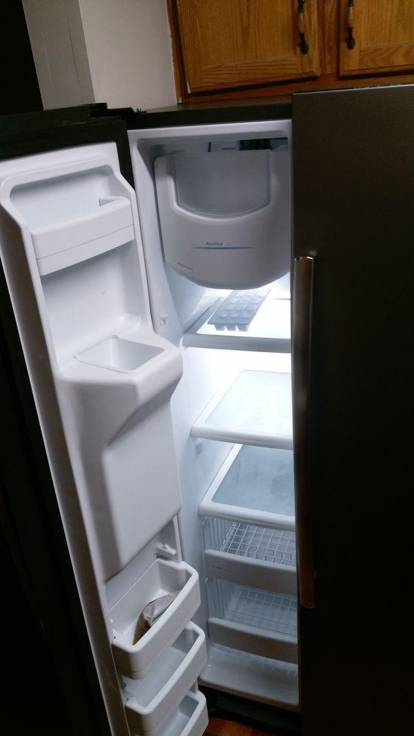 Like new GE fridge