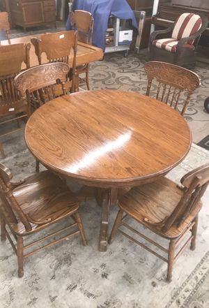 Round oak dining table with 4 chairs for Sale in San Diego, CA