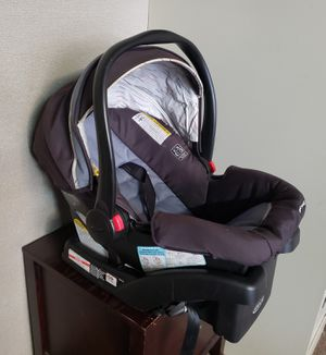 Car seat with base by Graco for Sale in San Jose, CA
