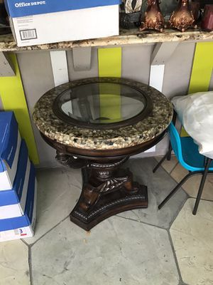 EL DORADO FURNITURE STORE TABLE WITH WOOD , GLASS AND MÁRMOL BEAUTIFUL AND ELEGANT for Sale in Lake Worth, FL