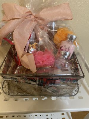 Lotions/Baskets *Make offers* for Sale in Federal Way, WA