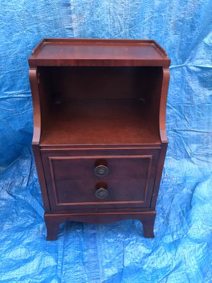 Antique little 3 drawer side table for Sale in E RNCHO DMNGZ, CA