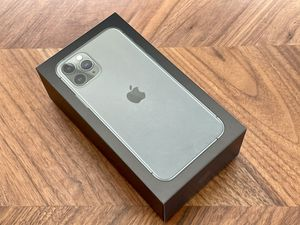 Unlocked Apple iPhone 11 Pro 256GB Midnight Green for Sale in Los Angeles, CA