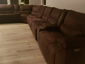 8 Piece Power Sectional with 4 Power Recliners & 4 Adjustable Headrests for Sale in Fontana,  CA