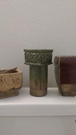 Vases, home decor, flowers, decorations, furniture, accents, green, marron, pot, garden, landscaping for Sale in Phoenix, AZ