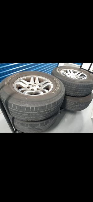Tire used but nice conditions for toyota sequoia 6 lug for Sale in Lake Worth, FL