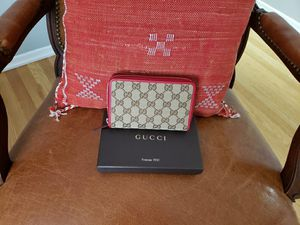 gucci women's wallet red outline new for Sale in Bridgewater Township, NJ