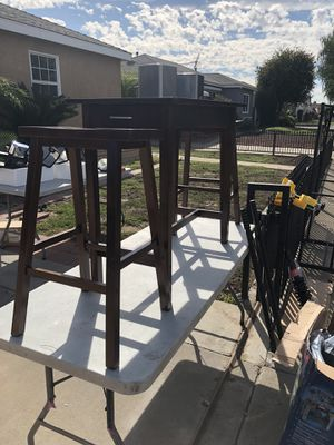 FOR SALE BREAKFAST TABLE AND TWO STOOLS NEW for Sale in Pico Rivera, CA