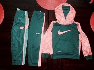 Toddler Nike Outfits Size XS (4) for Sale in Ottumwa, IA