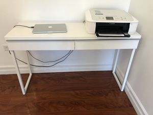 Super deal white laminate computer desk great for New York City apartment 70 bucks for Sale in New York, NY