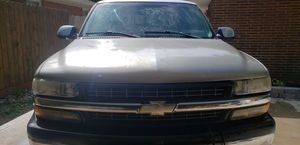 2000 chevy Silverado 2500 4×4 for Sale in Whitehall, OH
