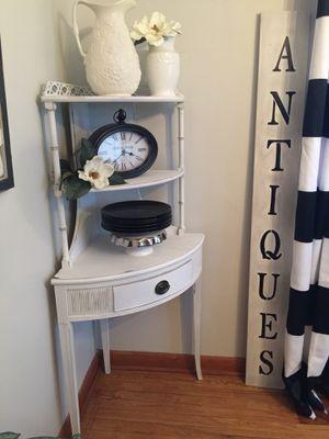 Distressed Corner Shelf for Sale in Brooklyn, OH