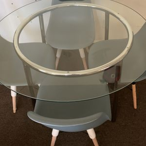 Glass Round Table And 4 Chairs for Sale in East Los Angeles, CA