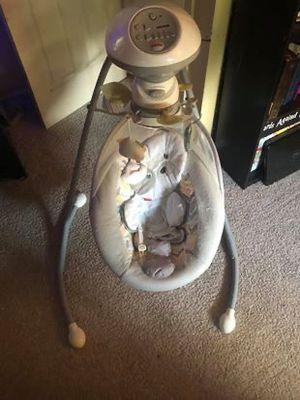 Fisher Price Snugapuppy baby swing for Sale in Chesapeake, VA