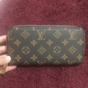 Wallet zippy purse handbag clutch for Sale in Silver Spring, MD