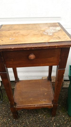 """28"""" Tall Wood End Table for Sale in Kent, WA"""