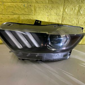 2015 2017 FORD MUSTANG LEFT HEADLIGHT DRIVER SIDE XENON HID LEFT USED OEM . R4 for Sale in Compton, CA