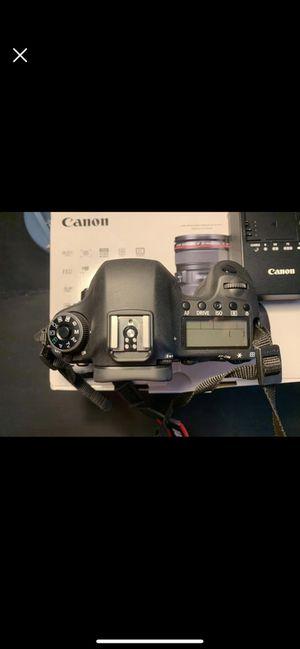 CANON 6D FULL FRAME DSLR BUNDLE (LIKE NEW) for Sale in Alexandria, VA