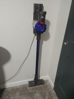 Dyson v7 for Sale in Saint Benedict,  OR
