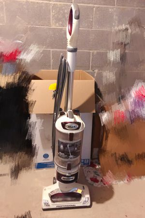 Very good Shark Vacuum for Sale in Strongsville, OH