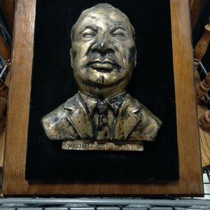 Martin LUTHER KING JR HANGING PICTURE for Sale in Grayson, GA