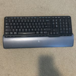 Logitech Wireless Keyboard and Mouse for Sale in Roselle, IL