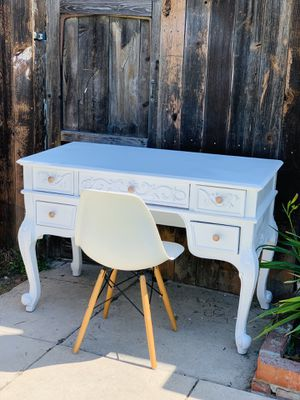 Beautiful vanity desk makeup entrance table for Sale in Huntington Park, CA