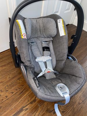 Luxury Cybex Cloud Q infant car seat with base included for Sale in Buffalo, NY
