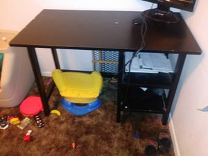 Desk w/ chair for Sale in Wichita, KS
