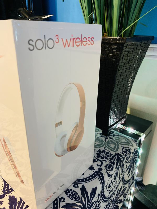 Beats Solo 3 Rose Gold Like New!