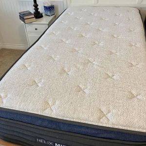 Helix Midnight Luxe Twin XL Mattress (mattress Only) for Sale in Seattle, WA