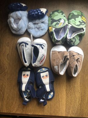 Boy shoes and slippers 0-3 months. Green ones are 6-9! for Sale in New Canton, VA