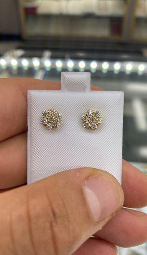 Flower Diamond Earrinfs vvs for Sale in Los Angeles, CA